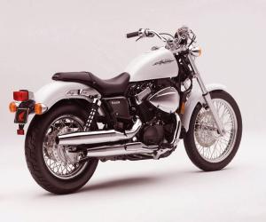 Мотоцикл круизер Honda VT750DC Shadow Spirit
